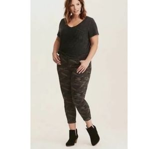 Torrid camo cropped skinny jeans size 16